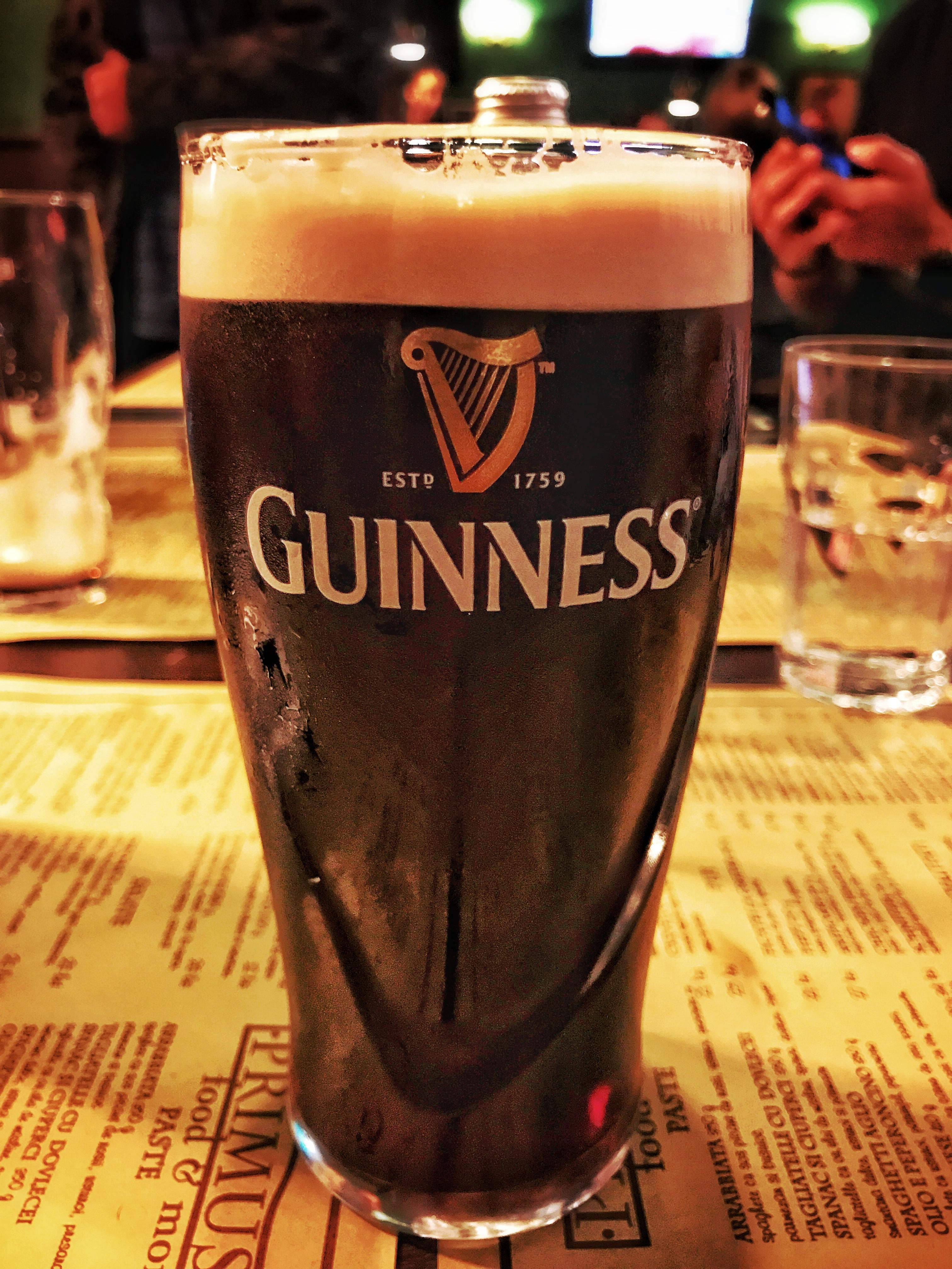 Slainté! Guinness, cu TNR-ul la masă